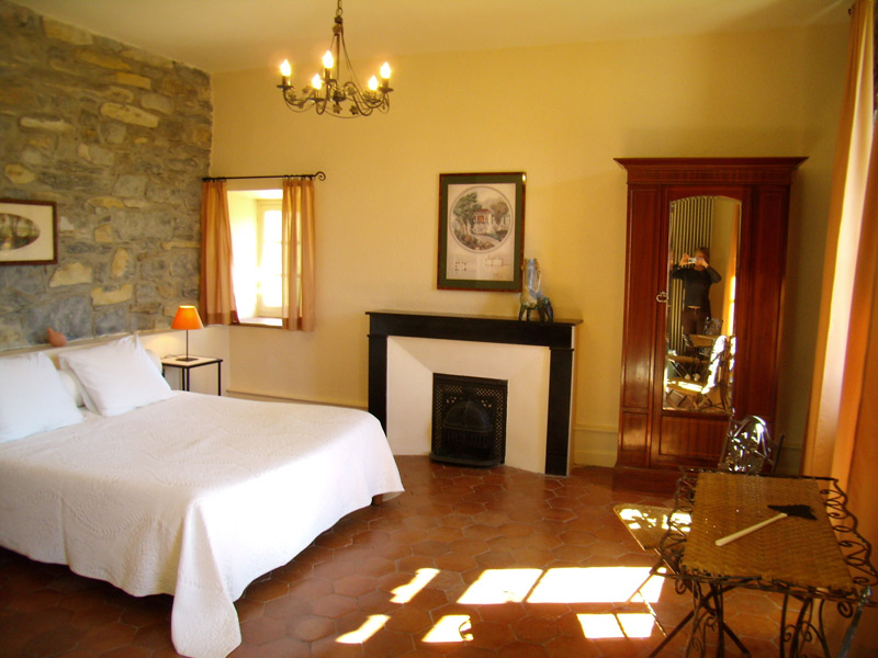 Chambres d 39 h tes les tilleuls millau europa bed breakfast for Chambre hote millau
