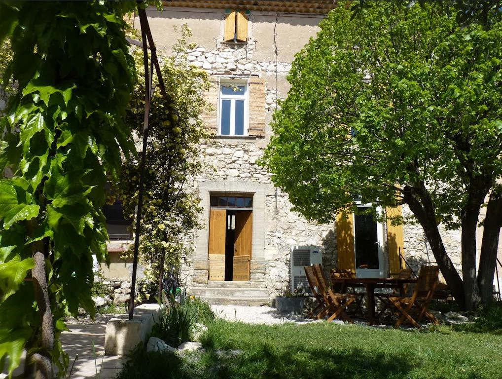 Chambres d 39 h tes face au lavoir m thamis europa bed for Maison hote methamis